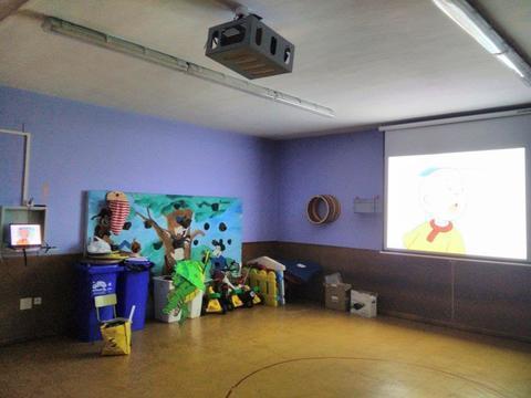 MUNDO PC - Instalación de aula de cine en Colegio San Bernardo - Sama -